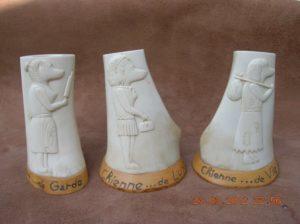 Les trois chiennes - sculpture en os